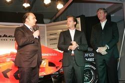 MD ve Takım Patronu Colin Kolles, Direktör Spyker Formula 1 Team Michiel Mol ve Şef Sorumlusu Victor