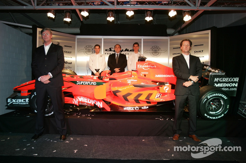 Victor Muller ve Michiel Mol ve Christijan Albers, Colin Kolles ve Adrian Sutil