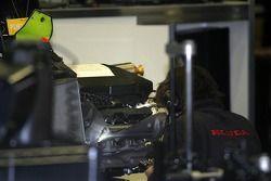 Un membre de l'équipe Honda au travail