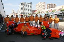 Команда Нидерландов: гонщик Йерун Блекемолен, владелец лицензии Ян Ламмерс и гонщик Ренгер ван дер З