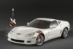 The guitar design matches and commemorates the special edition 2007 Ron Fellows ALMS GT1 Champion Corvette Z06, of which only 399 will be made