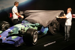 Jenson Button and Rubens Barrichello reveal the Honda F1 Racing RA107 in its new livery
