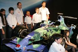 Jenson Button und Rubens Barrichello mit dem neuen Honda F1 Racing RA107
