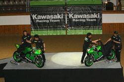 Kawasaki Racing Team : Randy de Puniet et Olivier Jacque dévoilent la Kawasaki Ninja ZX-RR 2007