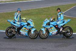 Крис Вермёлен, Rizla Suzuki и Джон Хопкинс, Rizla Suzuki позируют с их Suzuki XRE4