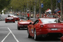 Ferrari'in drive down Lygon Street