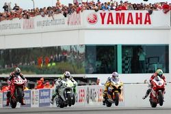Troy Corser, James Toseland, Max Biaggi et Troy Bayliss au départ