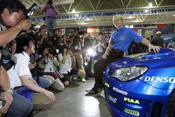 Lanzamiento Subaru Impreza WRC2007: Petter Solberg con el nuevo Impreza WRC2007