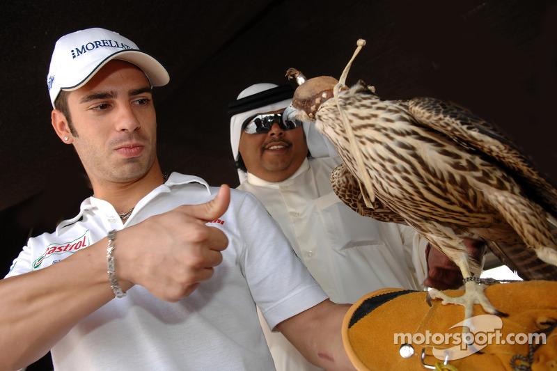 Marco Melandri visite le Qatar