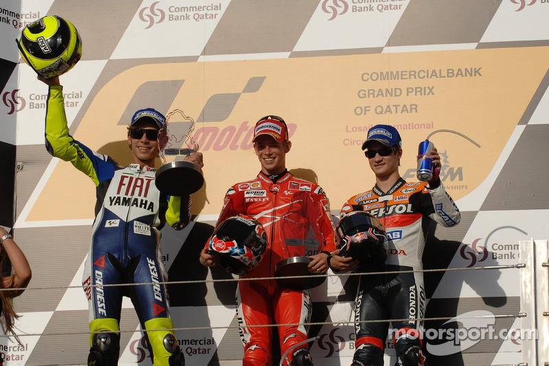 Podio: 1º Casey Stoner, 2º Valentino Rossi, 3º Dani Pedrosa