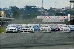 Start, Race 1, Jorg Muller, BMW Team Germany, BMW 320si WTCC, Andy Priaulx, BMW Team UK, BMW 320si WTCC and Augusto Farfus, BMW Team Germany, BMW 320si WTCC