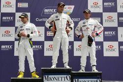 Winner, Jorg Muller, BMW Team Germany, BMW 320si WTCC, 2nd, Andy Priaulx, BMW Team UK, BMW 320si WTCC, 3rd, Augusto Farfus, BMW Team Germany, BMW 320si WTCC