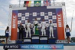 Le vainqueur, Augusto Farfus, BMW Team Germany, BMW 320si WTCC, 2nd, Andy Priaulx, BMW Team UK, BMW 320si WTCC, 3rd, Jorg Muller, BMW Team Germany, BMW 320si WTCC