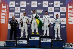 Le vainqueur, Augusto Farfus, BMW Team Germany, BMW 320si WTCC, 2nd, Andy Priaulx, BMW Team UK, BMW