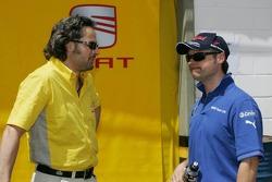 Yvan Muller, SEAT Sport, Seat Leon discute avec Andy Priaulx, BMW Team UK, BMW 320si WTCC