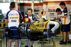 Renault F1 Team, Pit Garage