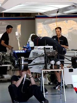 Nick Heidfeld, BMW Sauber F1 Team, Pit garage