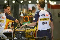 Des péluches sur la Renault F1