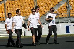 Fernando Alonso, McLaren Mercedes, marche autour du circuit