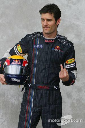 Mark Webber, Red Bull Racing, devant les photographes