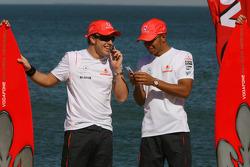 Fernando Alonso, McLaren Mercedes, y Lewis Hamilton, McLaren Mercedes - Evento de Vodafone McLaren