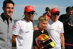 Lewis Hamilton et Fernando Alonso rencontrent le jeune pilote espoir Chris Hays