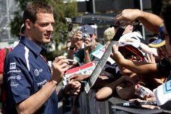 Alexander Wurz, Williams F1 Team, signs autographs