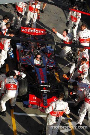 Arrêt au stand McLaren Mercedes