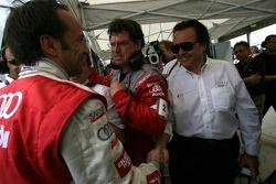 Marco Werner célèbre sa pole position avec Reinhold Joest