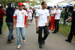 Felipe Massa, Scuderia Ferrari, y Lewis Hamilton, McLaren Mercedes