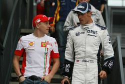 Kimi Raikkonen, Scuderia Ferrari et Alex Wurz, Williams F1 Team