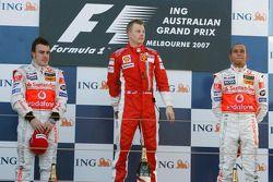 Podium: winnaar Kimi Raikkonen, tweede Fernando Alonso, derde Lewis Hamilton