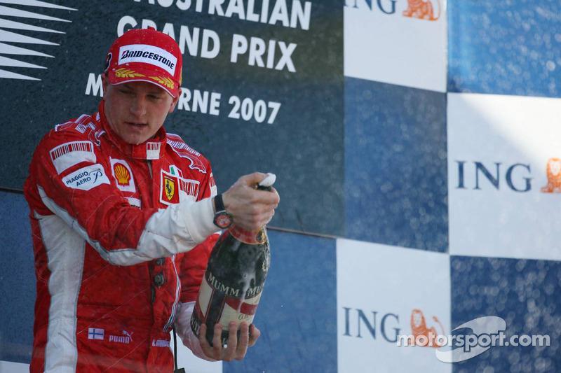 Podio: Kimi Raikkonen, Fernando Alonso y Lewis Hamilton