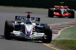 Nick Heidfeld, BMW Sauber F1 Team, Lewis Hamilton, McLaren Mercedes
