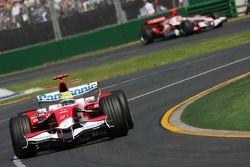 Ralf Schumacher, Toyota Racing, TF107; Takuma Sato, Super Aguri F1, SA07