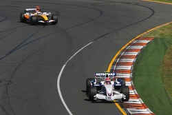 Robert Kubica, BMW Sauber F1 Team, F1.07 leads Giancarlo Fisichella, Renault F1 Team, R27
