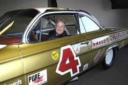 1961 Champion national NASCAR Grand Rex blanc dans une réplique de sa Chevy Impala 1962