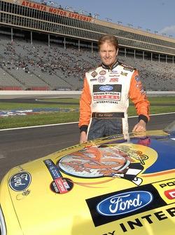 Rick Crawford porte un autocollant sur son capot célébrant son 250e départ en NASCAR Truck Series