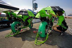 Team Kawasaki crew member makes some last minute checks