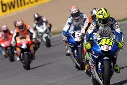 Départ : Valentino Rossi prend la tête