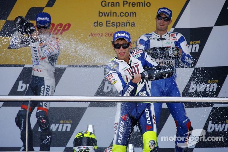 Podio: 1º Valentino Rossi, 2º Dani Pedrosa, 3º Colin Edwards