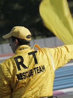 Membre de l'équipe de sauvetage au travail