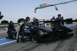 #17 Pescarolo Sport Pescarolo - Judd poussé dans le garage