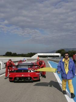 # 96 Virgo Motorsport Ferrari F430 GT: Robert Bell, Allan Simonsen à la sortie des stands