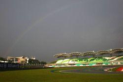 Arc-en-ciel sur le circuit de Sepang