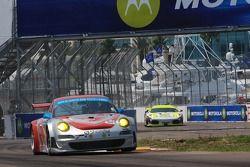 #44 Flying Lizard Motorsports Porsche 911 GT3 RSR: Lonnie Pechnik, Darren Law