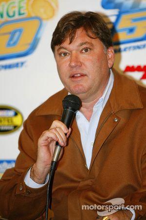 Robin Pemberton, Vice-président NASCAR Competition, parle pendant la conférence de presse