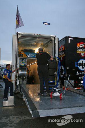 Team Sigalsport load the transporter