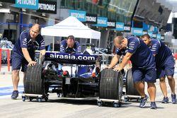 Williams F1 takım elemanları push Car, pitlane