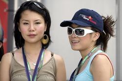 Les femmes de F1: Vaune Phan et Sally Wong